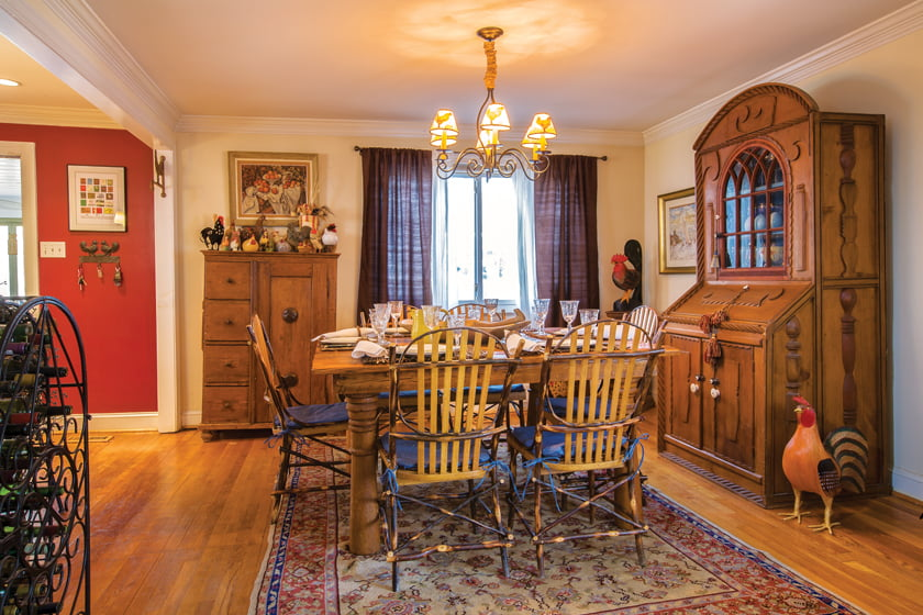 A rooster collection rules the dining room roost.