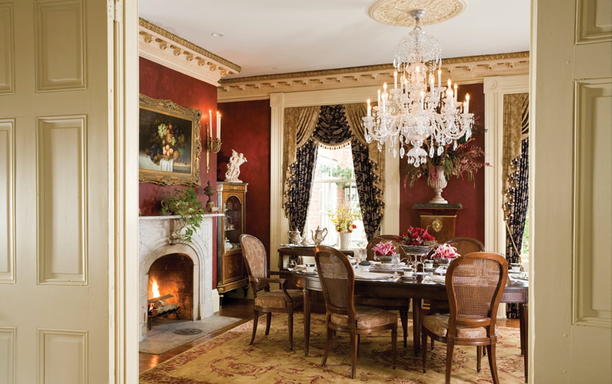 Three-course breakfasts are served in the elegant dining room.