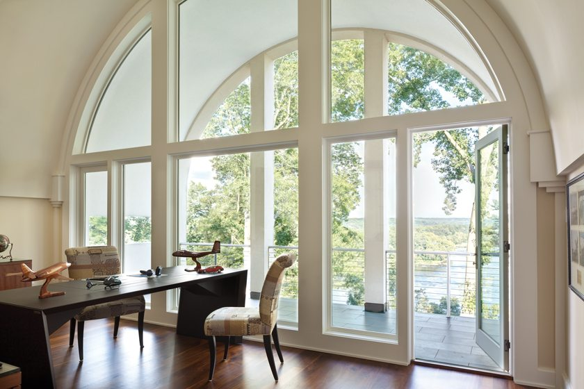 On the top level of the central vault, the home office opens to a rear balcony that recalls the deck of a ship.