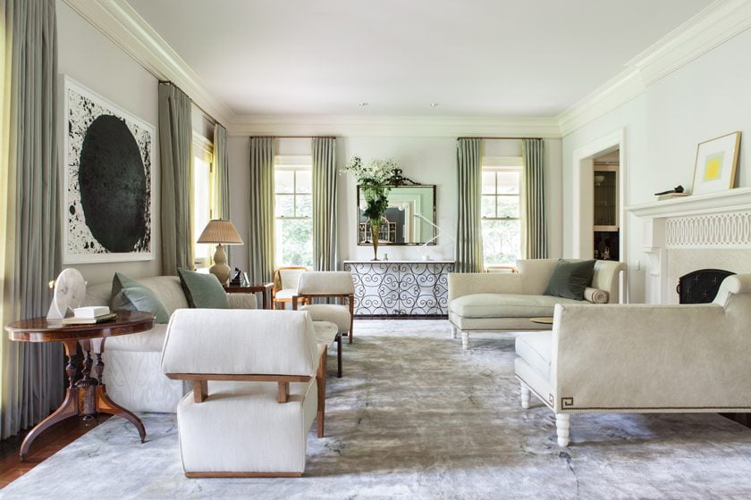 An airy, elegant living room by Tricia Huntley   ©Angie Seckinger