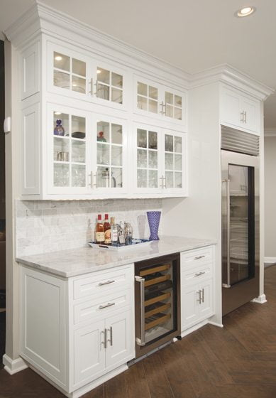 The kitchen includes a beverage bar with wine storage and a refrigerator for drinks.
