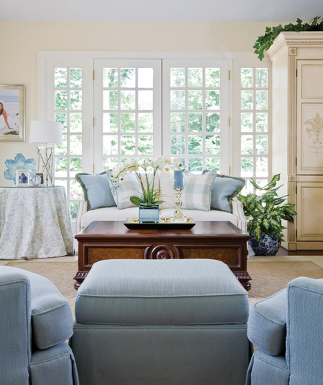 Bass Decorated The Living Room Of A Classic Brick Colonial Near Severn River Selecting
