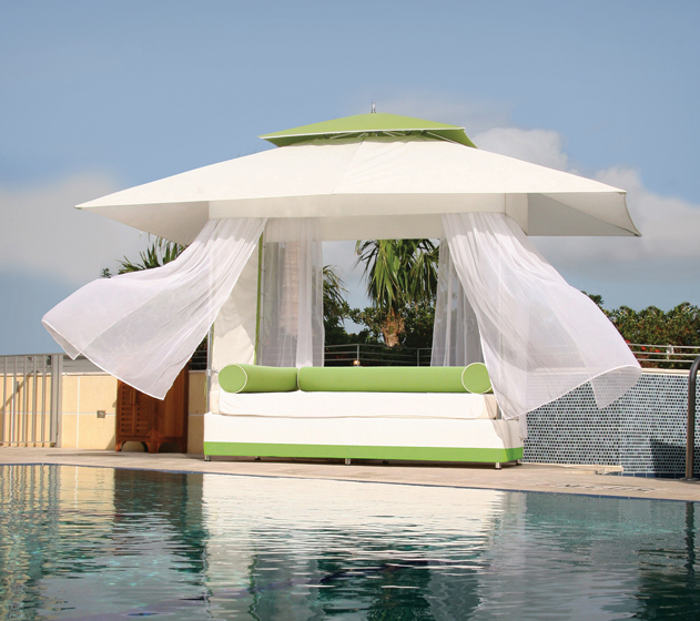 The Mercury Bed & Sun Lounge by TUUCI.