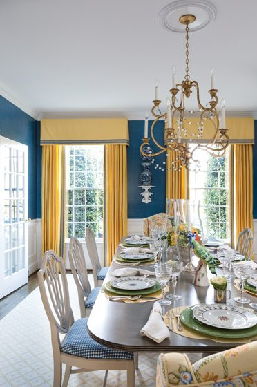 Navy blue and bright yellow characterize the dining room. © Angie Seckinger