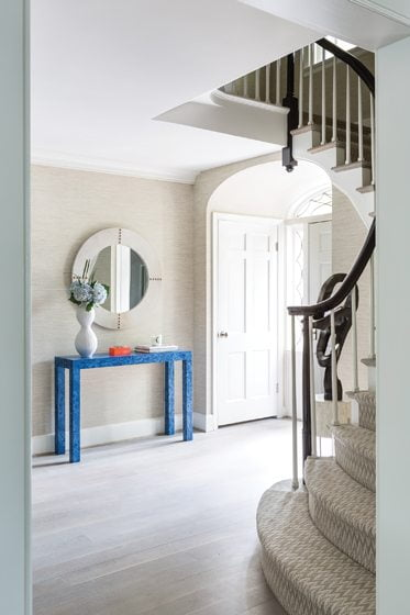 For the foyer, Marika Meyer had a table faux-painted to mimic cobalt-hued malachite.