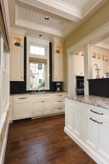 A furniture-like hutch delineates the rear kitchen, where the owners can stow away dirty dishes while entertaining.