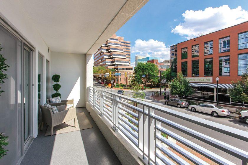 A balcony affords views of Bethesda. © Studio Trejo