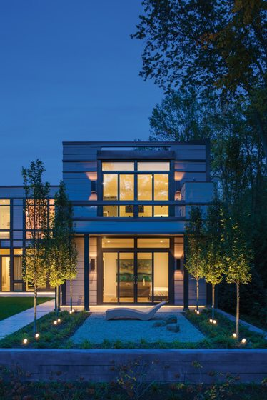 Aglow at twilight, the linear geometry of the dwelling merges with that of the garden terrace. © Maxwell MacKenzie