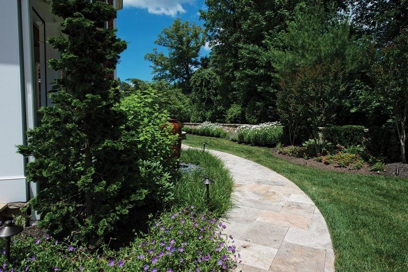 Kane Landscapes, Inc., Grand Award for Outdoor Living Area (Design/Build). © Brian Nemiroff