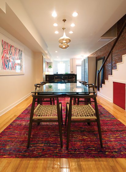 In the dining room, McDonald selected an eco-friendly rug by Jaipur Living.