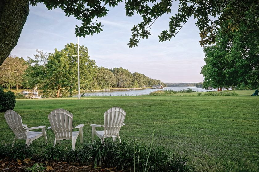 The Combsberry Inn features expansive grounds. © William Wilhelm Photography