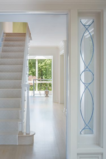 In the foyer, Drysdale painted the staircase white and added a runner.