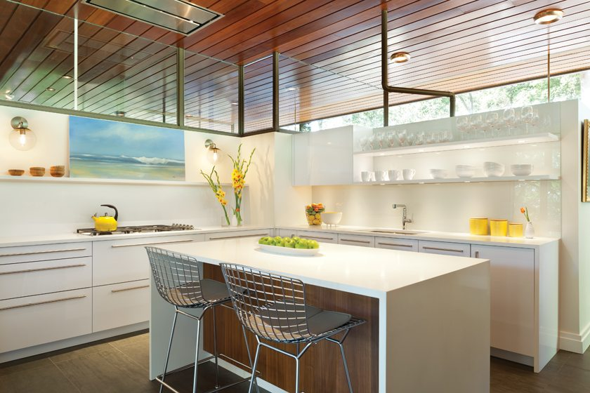 Shawna Dillon designed the kitchen with white-lacquered Snaidero cabinetry. © Gordon Beall