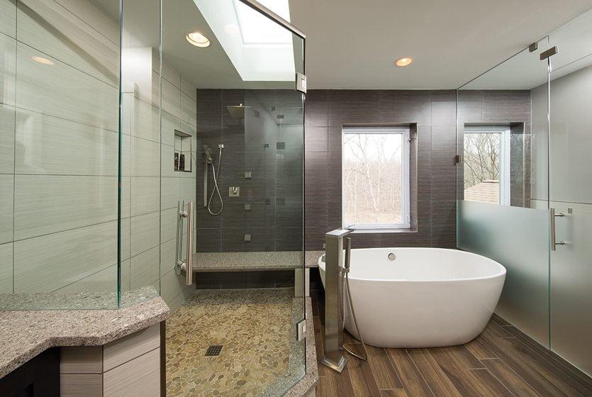 Grand, Residential Bath Over $100,000: Berriz Design. © GREG HADLEY.