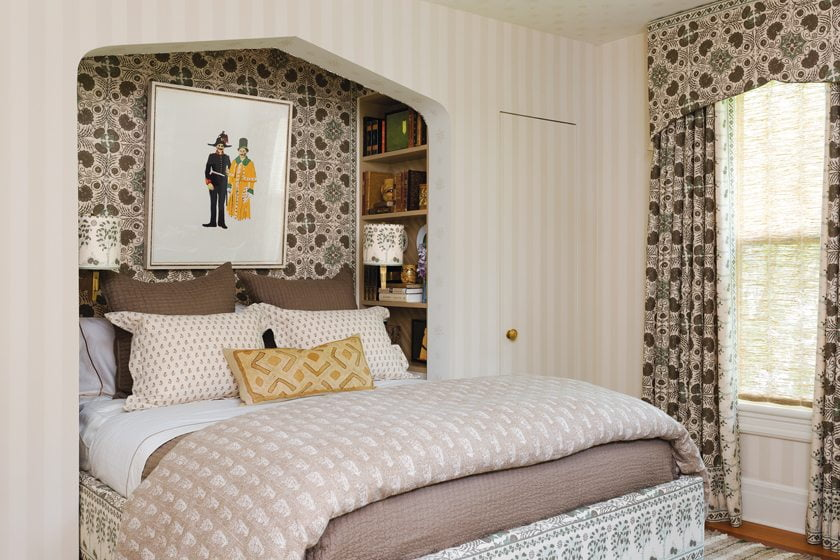 In the guest room, architect Stefan Hurray designed a Moorish-style niche for the bed.
