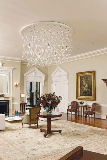 A contemporary chandelier by Gonnette Smits hangs in the center of the reception room.