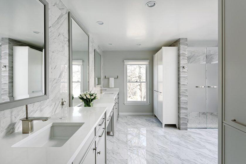 Bentham designed an expansive space, enhanced by elegant marble-like, porcelain-tile surfaces.
