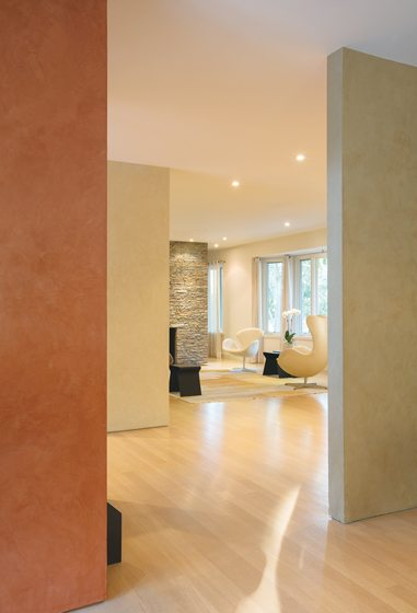 Doors and moldings were eliminated for uninterrupted flow.