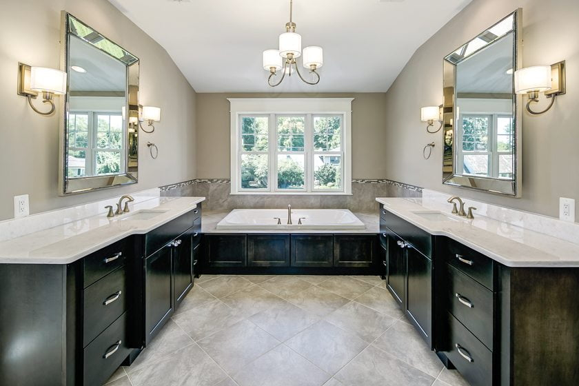 A speculative residence by Washington Metropolitan Homes contains a luxurious master bath. © Struxture Photography