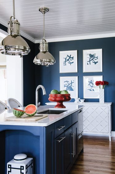 Blue accents in the kitchen celebrate watery views of the Chesapeake.