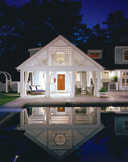 Macklin decorated a pool house in Bethany Beach, which was adorned by Gretchen Everett in cotton-linen, wraparound Sunbrella draperies. © Anice Hoachlander