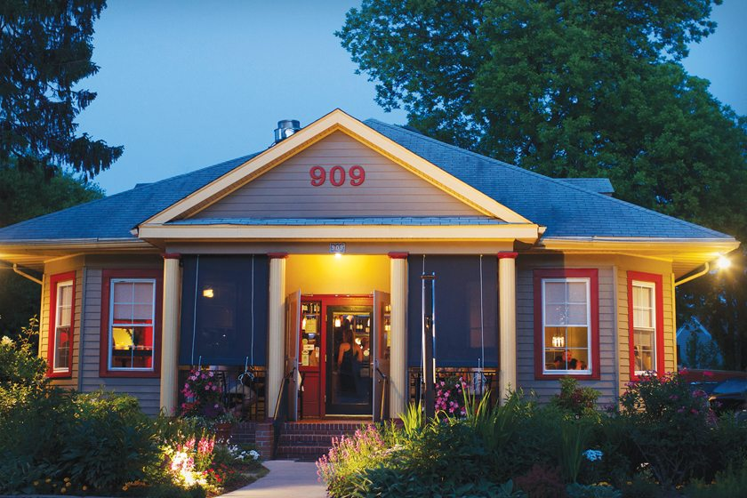 Vin 909 in Eastport features a farm-to-table menu. © Ana Fallon