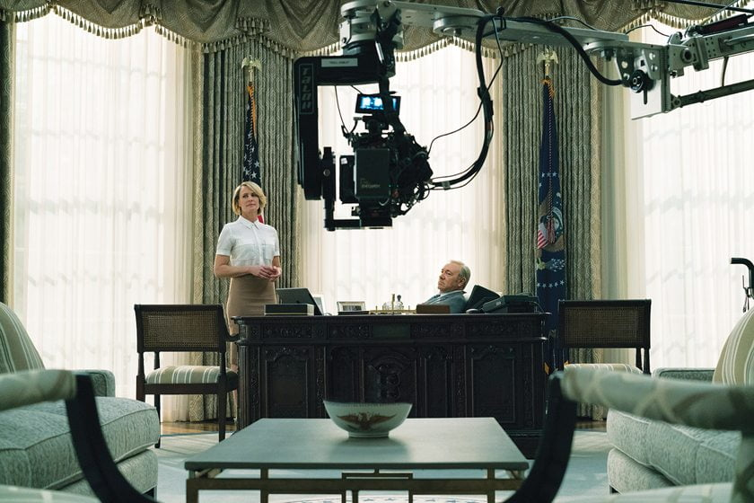 Robin Wright (Claire Underwood) and Kevin Spacey (Francis Underwood) shoot in the Oval Office. © David Giesbrecht/Netflix
