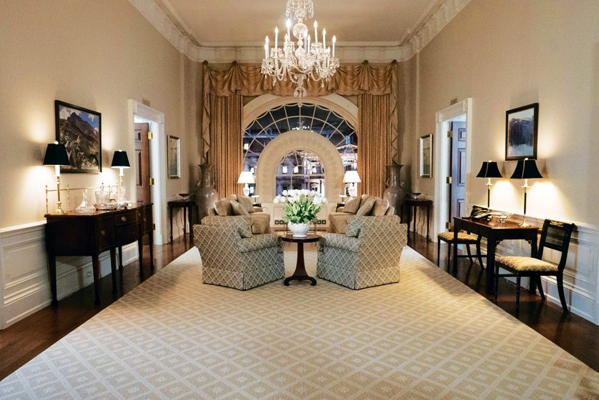 The Underwoodsu0027 White House Sitting Room Features Kravet Drapery Fabric And  A Kingu0027s Chandelier.