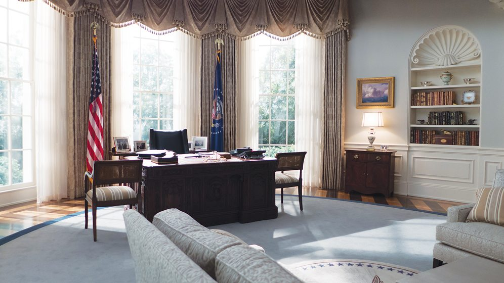 In the Oval Office is a replica of the Resolute desk used by most recent presidents. © Nikolai Loveikis
