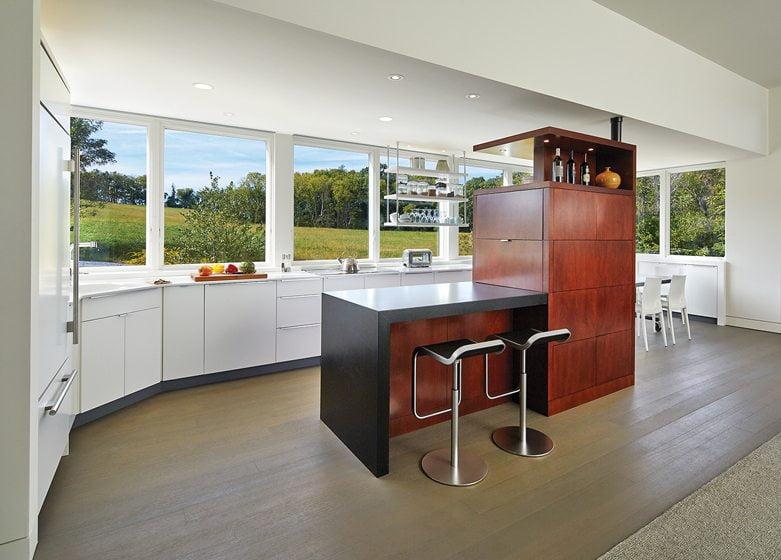 A storage island in a kitchen designed by architect Greg Wiedemann. © Anice Hoachlander