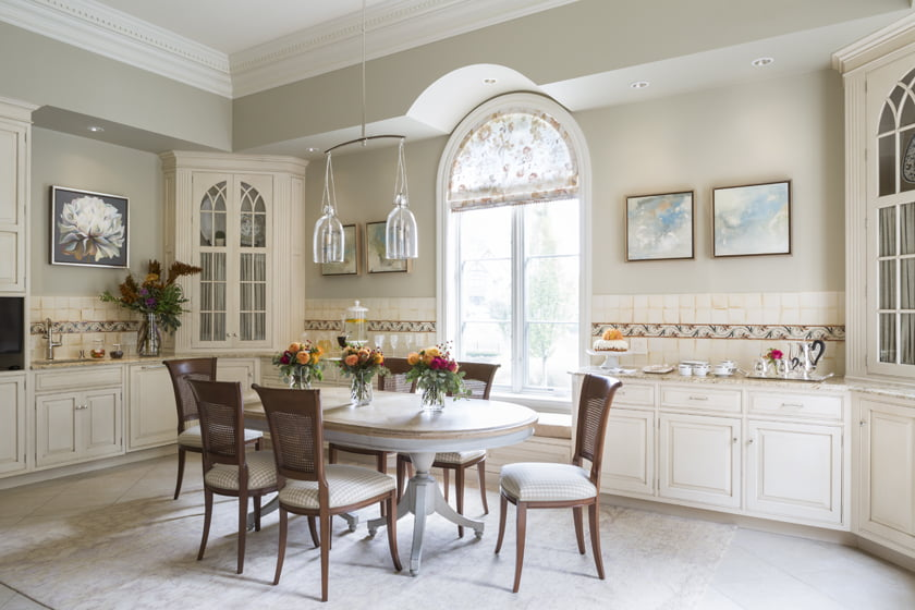 The Kitchen/Breakfast Room by Samantha Friedman Interior Designs, LLC.