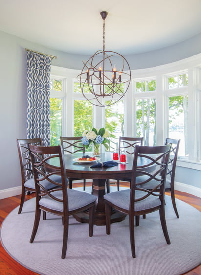 Stephanie Simmons outfitted a pretty alcove with its water view in mind. © Geoffrey Hodgdon