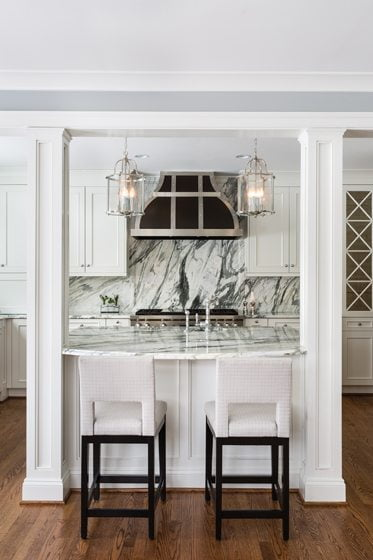 A Calacatta Wave marble backsplash above the range creates drama.