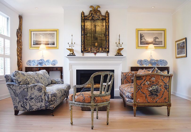 Fabrics repeat on the opposite side of the living room. © Stacy Zarin Goldberg