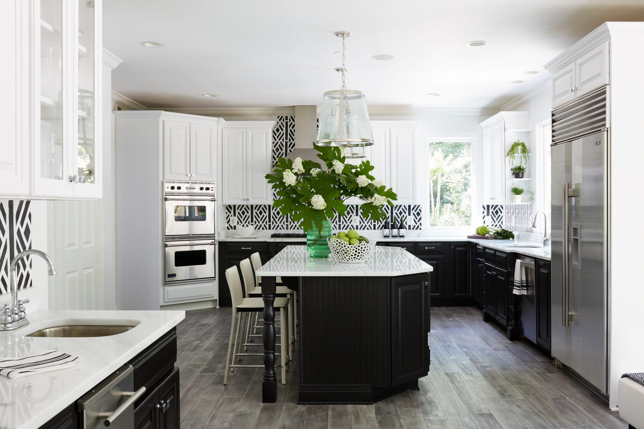 The designer lacquered the original cabinets black and white in the kitchen.