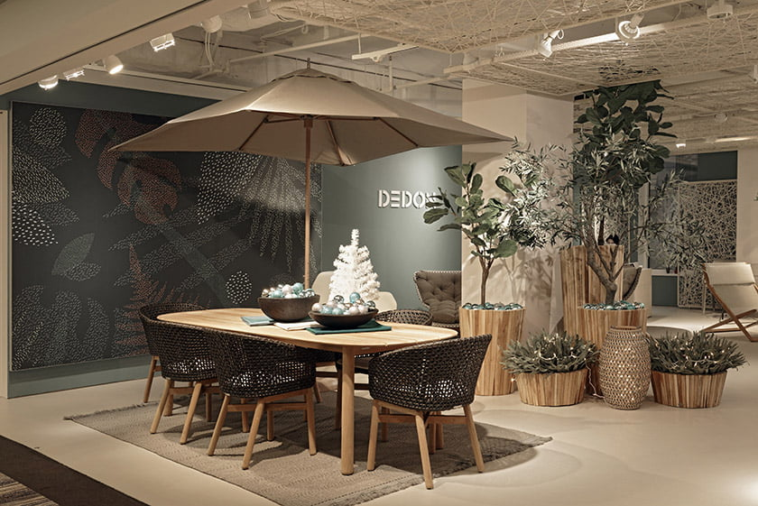 Dedon - Table design by its showroom team
