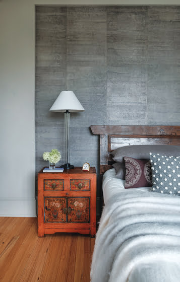 Antique Chinese bedside tables and Cannon/Bullock paper complete the master bedroom. © Jaime Harris