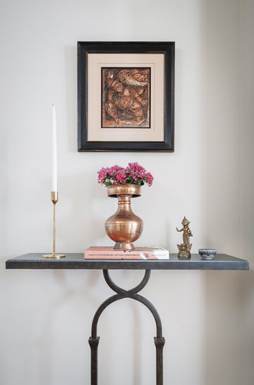 An iron console from Random Harvest creates a vignette in the front hall. © Jaime Harris