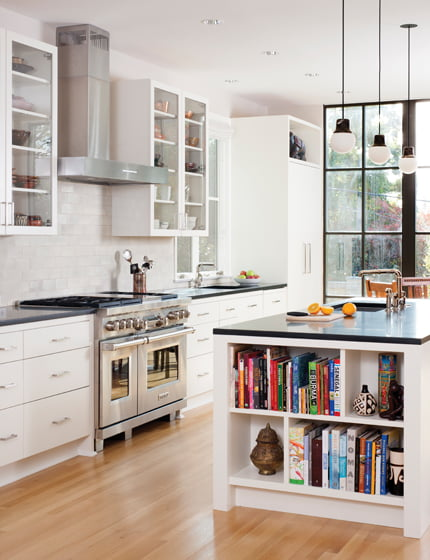 The kitchen combines Greenfield cabinetry with granite countertops. © Stacy Zarin Goldberg