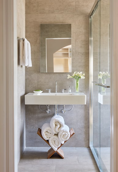 Carnemark created a calm oasis in a remodeled bathroom. © Anice Hoachlander