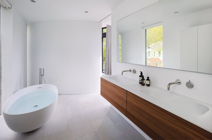 A Falper vanity and Fantini fixtures from KONST Union combine in the master bath.
