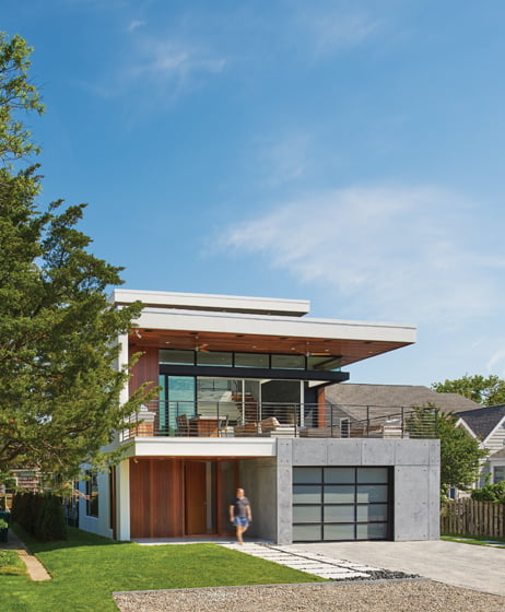 A mix of concrete, ipe and white stucco defines the home's exterior. © Anice Hoachlander