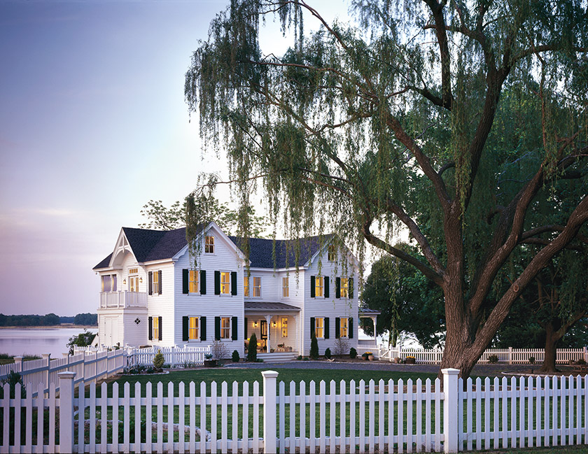 Wiedemann and his team created an expansive, Victorian-style farmhouse by adding a volume that mirrors the existing structure.
