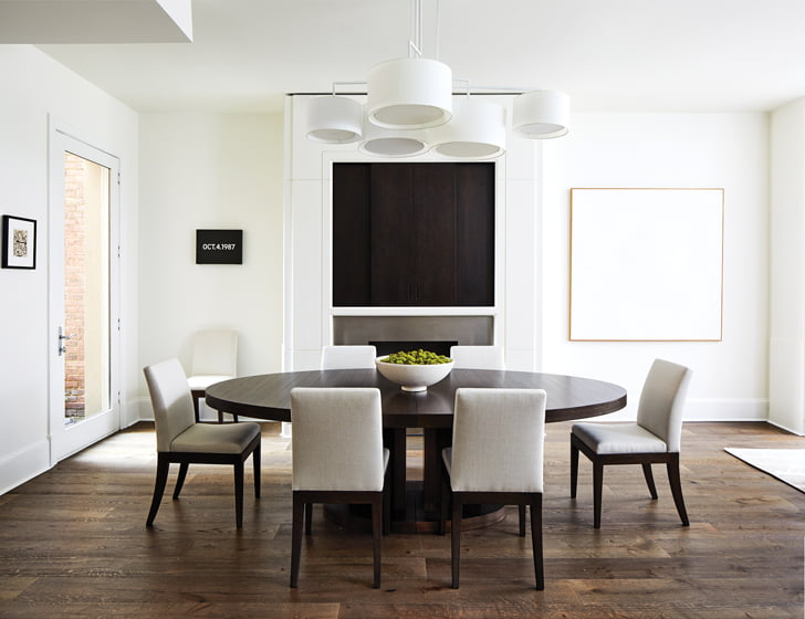 In the dining area, a minimalist canvas by Easton, Maryland-born artist Anne Truitt hangs to the right of the fireplace.