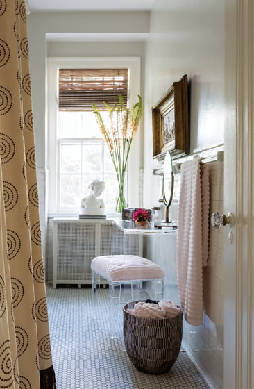 Dougan enlivened a bathroom with eclectic objects.