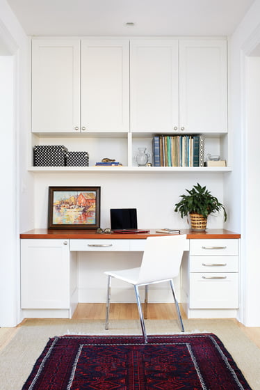 In the space between the mudroom and family room/kitchen, a built-in desk makes a convenient workspace.