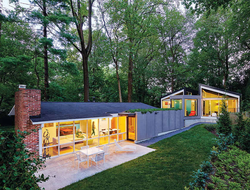 The addition is tucked into the rear of the property atop a rising slope. © Anice Hoachlander