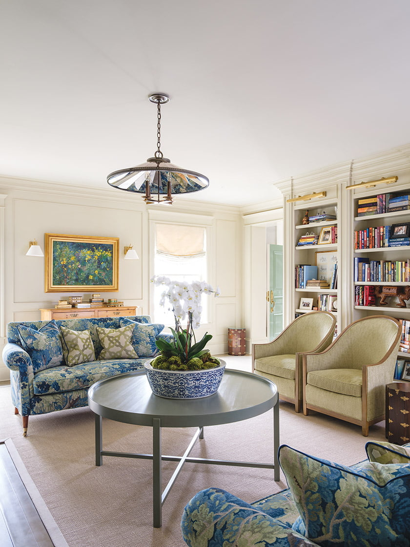 Custom built-ins enhance the library, where settees in Cowtan & Tout upholstery face each other.