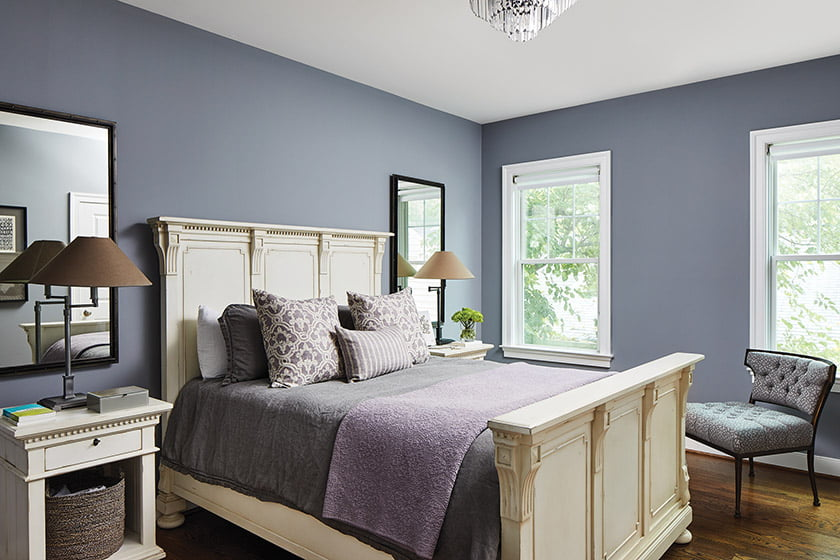 Lavender provides a contrast with cream-colored furniture in the guest room.