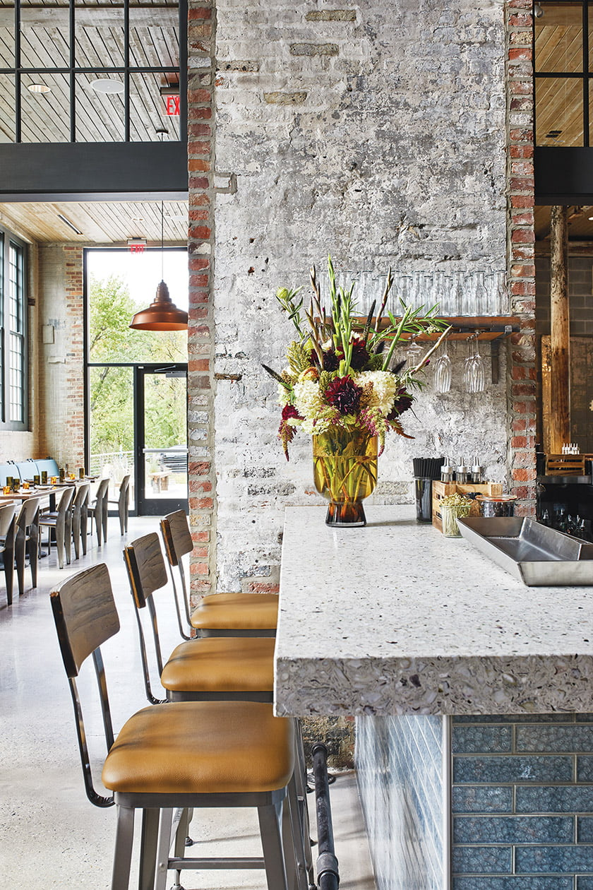 A wraparound bar completes the look.  © Stacy Zarin Goldberg